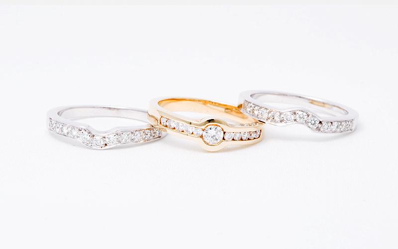 Exclusieve trouwringen, in wit en geel goud.