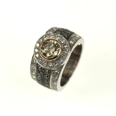 Exclusieve trouwringen, in platina en met een diamant.
