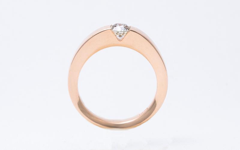 Solitair ringen, in geelgoud met een enkele diamant.