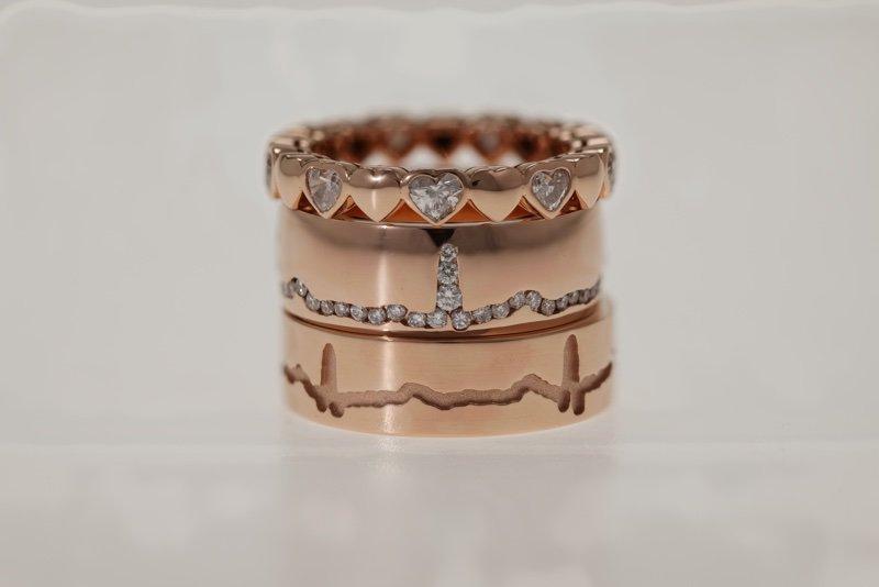 Exclusieve trouwringen, in rose goud in meerdere lagen.